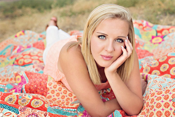 Senior Photography Poses for Girls - Photoshop Actions